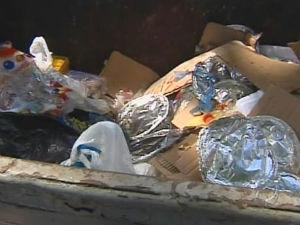 Presos preferem comer alimentos levados por familiares (Foto: Reprodução/ RPC TV)