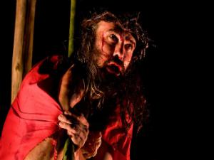 Paixão de Cristo sendo apresentada em 2011 (Foto: João Rampim)