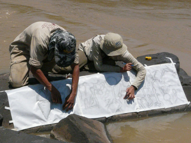 Decalque em tecido de um dos painéis do sítio arqueológico (Foto: Divulgação / Santo Antônio Energia)