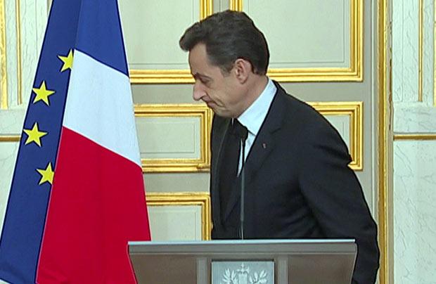 O presidente da França, Nicolas Sarkozy, após discursar nesta quinta-feira (22) em Paris (Foto: Reuters)