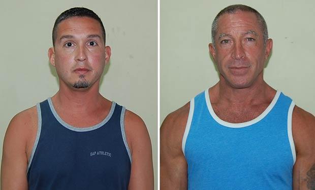 John Hart, de 41 anos, e Dennis Jay Mayer, de 43, em fotos tiradas pela polícia de Dominica nesta quinta-feira (22) (Foto: AP)