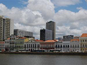 Rua da Aurora, na beira do Rio Capibribe, será palco das atividades (Foto: Vanessa Bahé / G1)
