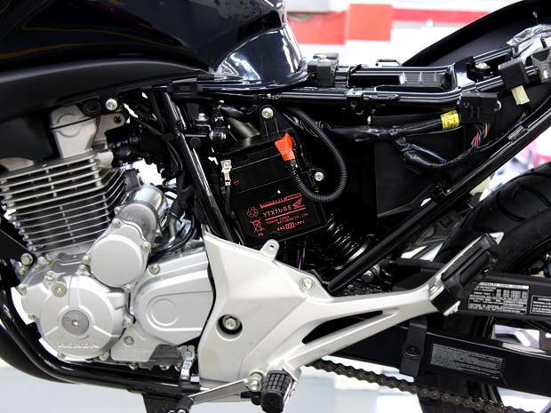 Andar com a moto regularmente aumenta a vida útil da bateria (Foto: Rafael Miotto/ G1)