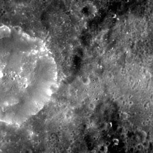 Imagem da superfície de Mercúrio feita pela Messenger em 18 de março (Foto: Reuters/NASA/Johns Hopkins University Applied Physics Laboratory/Carnegie Institution of Washington/Divulgação)