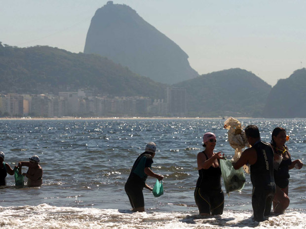 Cariocas e turistas fazem multirão  (Foto: Fábio Motta/Agência Estado/AE)