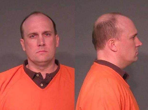 Philip Jonathan Thompson foi preso após usar câmera para filmar convidados usando o banheiro. (Foto: Divulgação)
