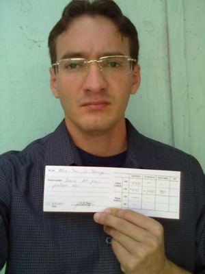 Alex de Souza recebeu uma receita de óculos inadequada (Foto: Arquivo pessoal)