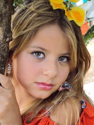 Ana Laura Molero, 9 anos, é eleita Little Miss Galaxy 2012, na Bulgária (Foto: Divulgação)