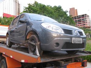 Carro que foi roubado foi devolvido a sua dona (Foto: Paulo Toledo Piza/G1)