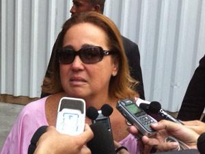 A humorista Claudia Gimenez esteve, nesta tarde, no Hospital Samaritano (Foto: José Raphael Berredo)