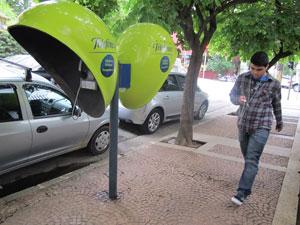 Orelhões de São Paulo deixarão de ser da cor verde-limão (Foto: Darlan Alvarenga/G1)