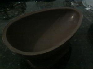 A casca do ovo tradicional deve lisa e homogênea. (Foto: Adriana Garcia)