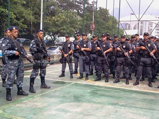 Policiais militares farão reforno no policiamento a pé na comunidade (Foto: Lilian Quaino/G1)