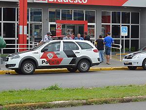 """Homem é vítima de """"saidinha de banco"""" em Araraquara (Foto: Rodrigo Maia/G1)"""