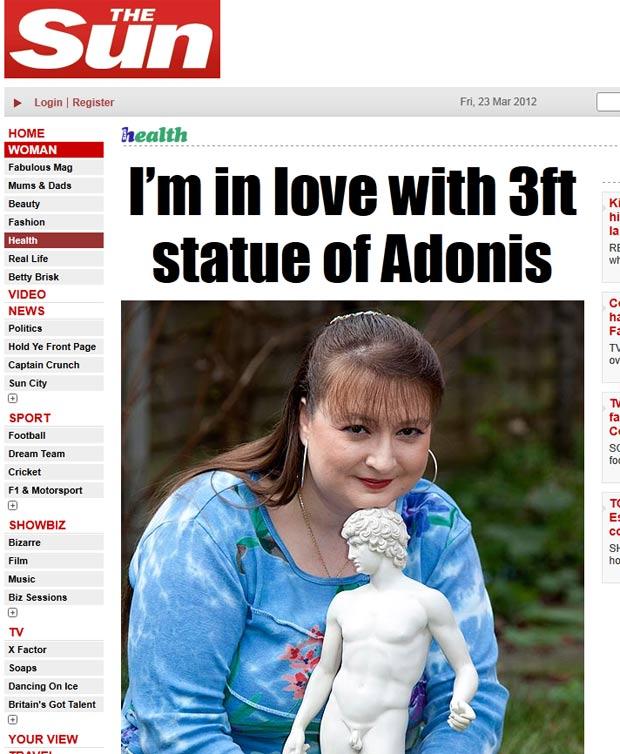 Reighner Deleighnie diz estar apaixonada por uma estátua de Adônis. (Foto: Reprodução/The Sun)