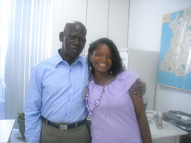 A filha caçula de Sr. Leur, Rosemeire Teixeira, diz orgulhar-se da trajetória do pai na Bahia (Foto: Lílian Marques/ G1)