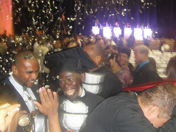 Sr. Leur comemora com familiares e amigos na formatura de direito na Bahia (Foto: Leur Teixeira/ Arquivo Pessoal)