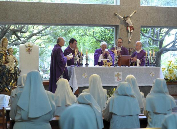 Papa celebra missa no Colégio de Miraflores neste sábado (24) (Foto: Reuters / L'Osservatore Romano)