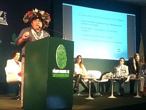 Almir Suruí, líder do povo Paiter Suruí, reclamou da corrupção no Brasil (Foto: Carlos Eduardo Matos/G1 AM)