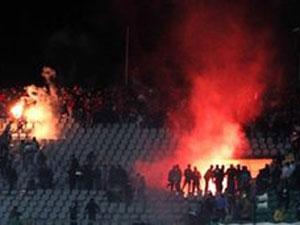 Confronto em estádio matou mais de 70 pessoas em fevereiro  (Foto: AP)