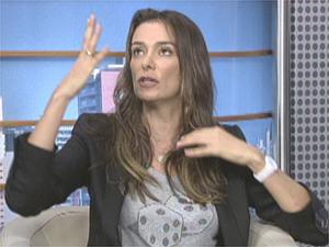 Atriz Mônica Martelli em entrevista ao Jornal da EPTV (Foto: Reprodução/EPTV)