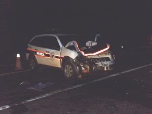 Carro da Perícia Técnica ficou destruído (Foto: DER Jaú)