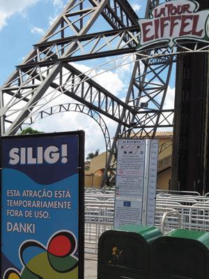 Brinquedo La Tour Eiffel, do parque Hopi Hari, em Vinhedo, interditado (Foto: Fabiana de Paula / G1)