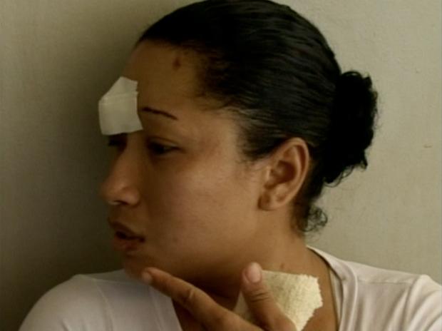 Esposa da vítima foi agredida por um dos suspeitos. (Foto: Reprodução/TV Gazeta Sul)