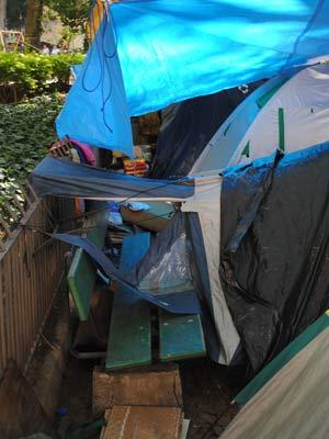 Integrantes do OcupaPOA acampam em barracas em praça de Porto Alegre (Foto: Sérgio Louruz/Divulgação, PMPA)