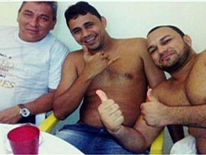 Fotos foram divulgadas por um dos presos (Foto: Reprodução TV Amazonas)