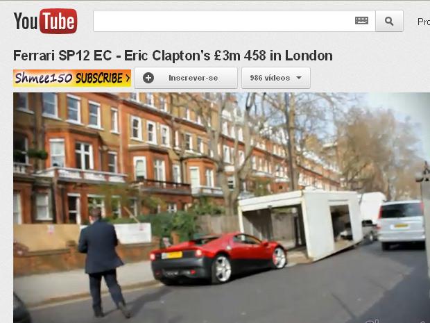 Ferrari de Eric Clapton é flagrada ao sair de concessionária em Londes (Foto: Reprodução/YouTube)