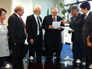 Parlamentares em encontro com o procurador-geral da República, Roberto Gurgel (Foto: Débora Santos / G1)