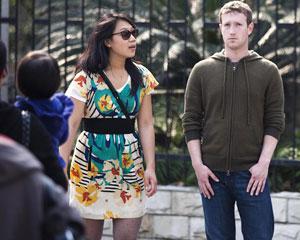 A imprensa na China registrou imagens de Mark Zuckerberg com a namorada, Priscilla Chan, em Xangai, na terça-feira (27) (Foto: Stringer/Reuters)