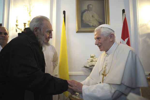 O líder cubano Fidel Castro e o Papa Bento XVI durante encontro nesta quarta-feira (28) em Havana (Foto: Reuters/Osservatore Romano)