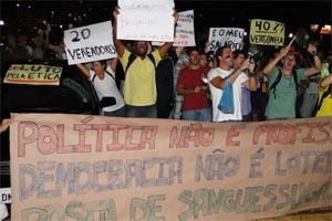 Potesto contra aumento salarial de 40% dos vereadores de Ribeirão (Foto: Leandro Mata)