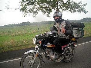 Tobias Dreissig é funcionário de uma fábrica automotiva alemã e decidiu dar a uma volta ao mundo em cima de uma motocicleta (Foto: Arquivo Pessoal/Tobias Dreissig)