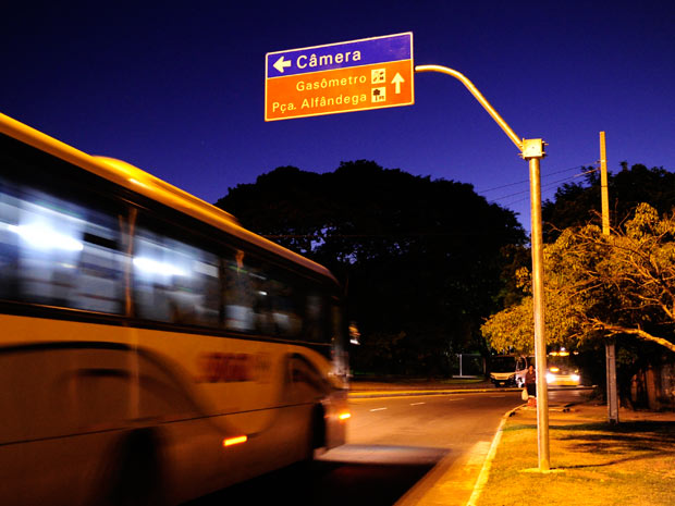 Placa de trânsito com erro de digitação em Porto Alegre (Foto: Ricardo Duarte/Agência RBS)
