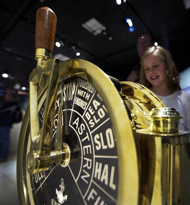 Comando de força dos motores é exposto no museu da capital americana (Foto: Paul J. Richards/AFP)