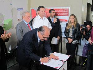 Alckmin assina autorização para obras da Linha 17 (Foto: Juliana Cardilli/G1)
