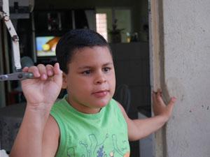 Antônio tem alergia severa à proteína do leite (Foto: Roberta Rêgo/G1)