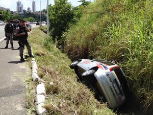 Policiais se ferem em acidente na Paraíba (Foto: Walter Paparazzo/G1)