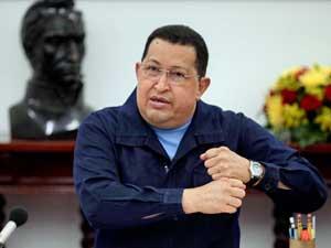 Imagem liberada pela Assessoria de Imprensa Miraflores, o presidente da Venezuela, Hugo Chávez, participa de reunião com seus ministros em Havana, Cuba, na última terça-feira (27). (Foto: Miraflores Serviço de Imprensa / AP Photo)