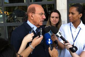 O ministro da CGU, Jorge Hage, após participar do programa 'Bom Dia, Ministro' (Foto: G1)