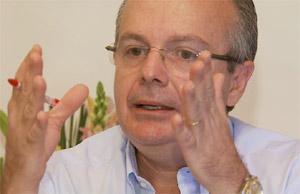 O médico Antonio Gomes de Souza, que teve a assinatura falsificada (Foto: Reprodução EPTV)