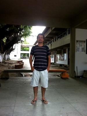 Professor da UECE postou foto no Facebook após ser impedido de participar de seleção de professor substituto por estar vestindo bermuda  (Foto: Alexandre Araújo Costa/ Arquivo Pessoal)