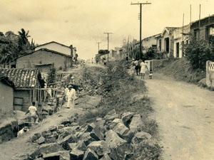 Rua do bairro do Curuzu, em Salvador. (Foto: Arquivo Municipal/Fundação Gregório de Matos)