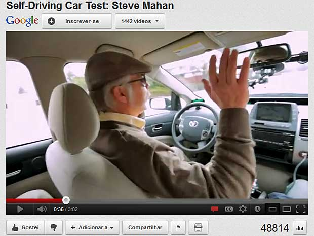Steve Mahan ocupa o lado do motorista, mas não usa as mãos, nem o pés, para pilotar o carro. (Foto: Reprodução / YouTube / Google)