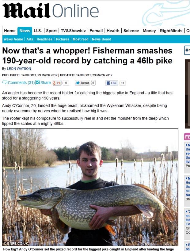 Andy O'Connor exibe peixe Lúcio de 20,86 quilos. (Foto: Reprodução/Daily Mail)