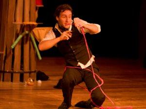 'Enquanto Houver Encanto' reúne mágica e mímica em um espetáculo envolvente (Foto: Heloísa Bortz)