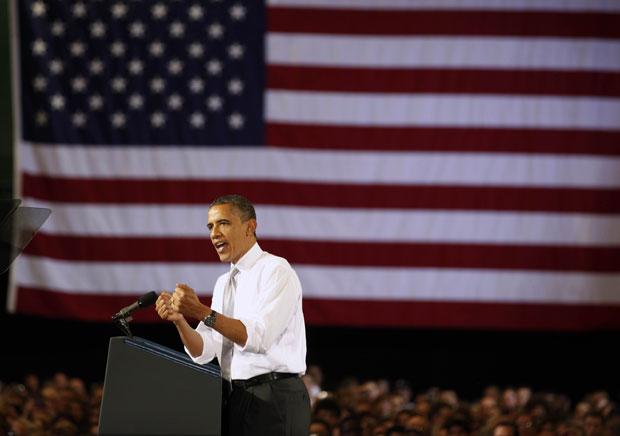 Barack Obama em discurso na Universidade de Vermont nesta sexta-feira (30) (Foto: Larry Downing/Reuters)